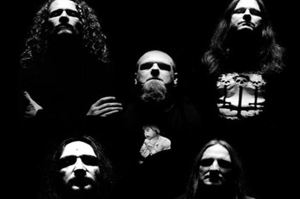 Accusé de terrorisme pour avoir mis en ligne des paroles d'un groupe heavy metal!