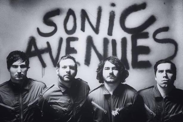 Sonic Avenues en prestation à KEXP