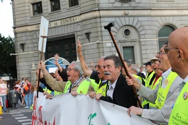 Catalunya en lluita III : des aîné.e.s poings levés