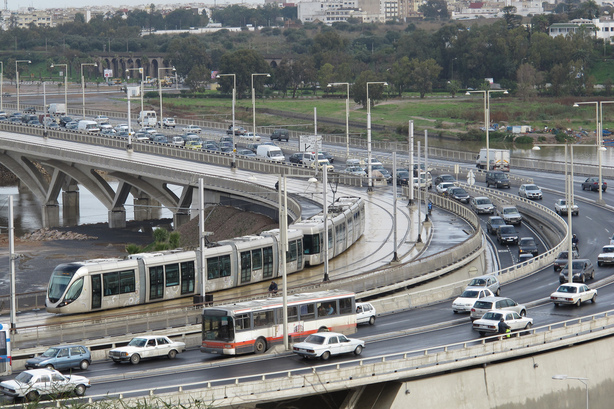 En traversant le pont Hassan II