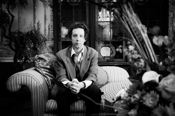 Emmanuel Schwartz au salon funéraire où Alfred McMoore se rendait presque tous les jours pour y pleurer des gens qui lui étaient inconnus.