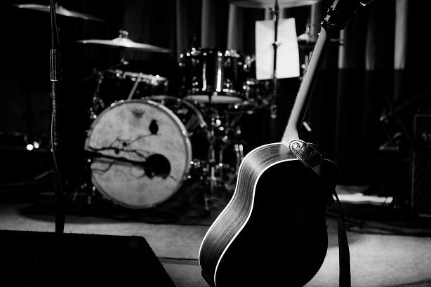 Le groupe de musique The Black Keys s'est directement inspiré d'Alfred McMoore pour leur nom de groupe. En effet, ce dernier surnommait les gens qu'il n'aimait pas « D Flats and black keys », ce qui se traduit, en français, par « ré bémol et les touches noires ». En musique, la tonalité de ré bémol majeur contient les bémols suivants : si, mi, la, ré et sol, qui correspondent à toutes les touches noires d'un piano.