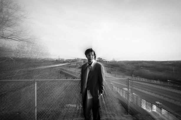 Emmanuel Schwartz devant la ville d'Akron