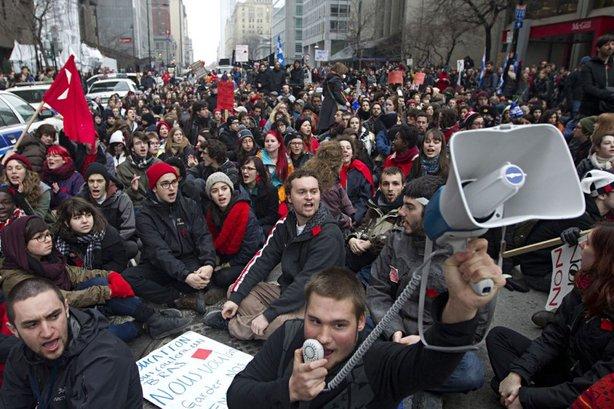 «Manifestation illégale» n'est pas un énoncé performatif