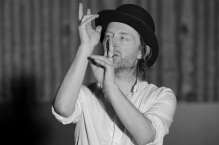 Danse, danse encore Thom : Atoms for peace dévoile le vidéoclip de la pièce <i>Ingenue</i>