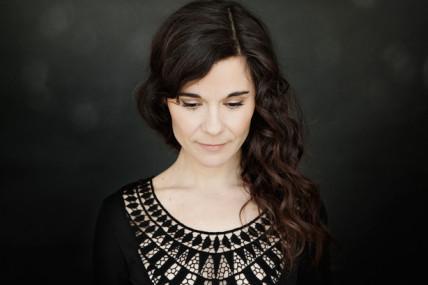 Album en écoute: Julie Blanche dévoile son premier album homonyme
