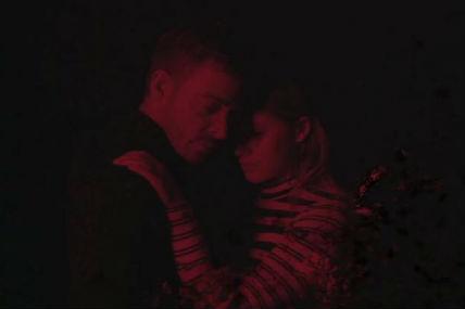 Alexandre Désilets dévoile un vidéoclip apocalyptique et romantique pour <i>Rejoint moi</i>
