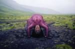 Björk se recoud et reprend vie dans le vidéoclip de <i>Family</i>