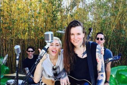Miley Cyrus, Laura Jane Grace et plusieurs autres s'unissent pour The Happy Hippie Foundation