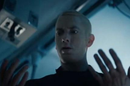 Eminem s&rsquo;oppose à John Malkovich dans le vidéoclip-court métrage <i>Phenomenal</i>