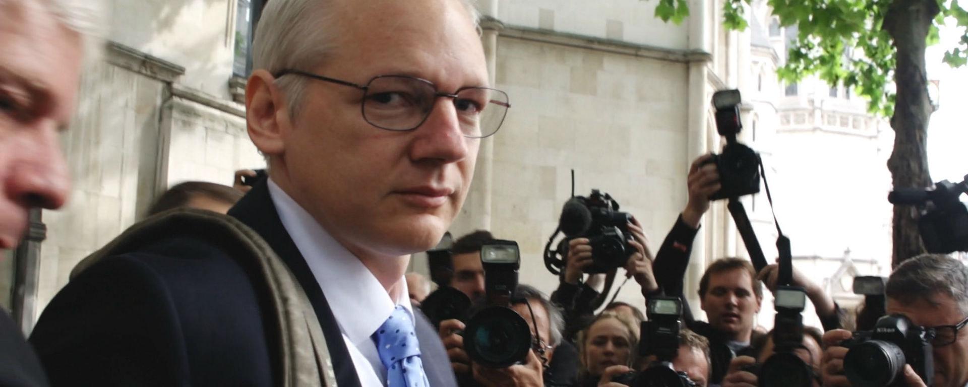 Risk l int rieur du quartier g n ral de wikileaks for A l interieur film